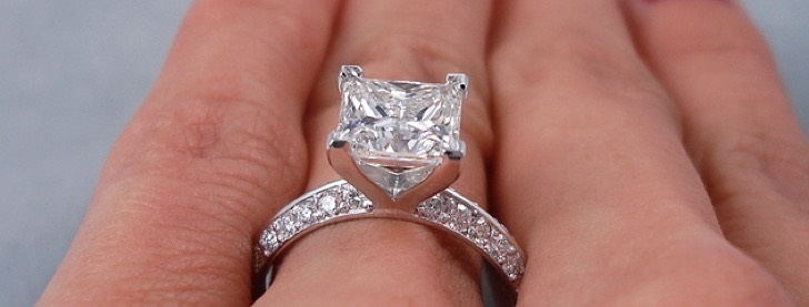 Round Cut or Princess Cut Diamonds: Which One to Choose for your Engagement Ring?